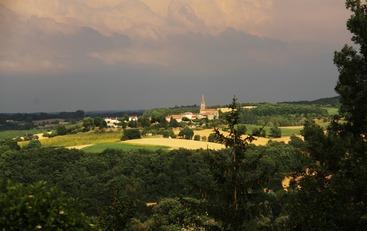 Le village de Caussens dans le Gers