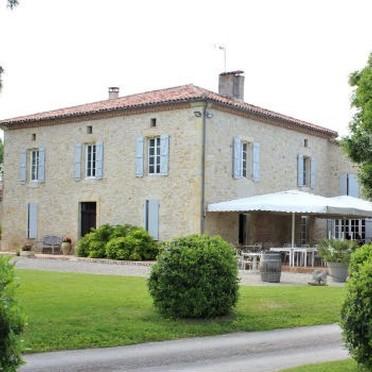 Comment louer une salle de mariage à la campagne à La Romieu ?