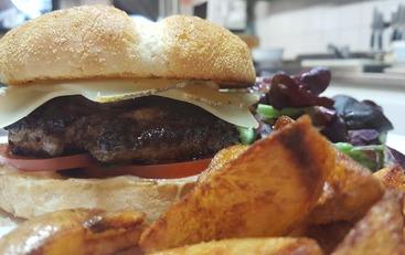 Les Burgers de Canard sont de retour au restaurant Au Vieux Pressoir !